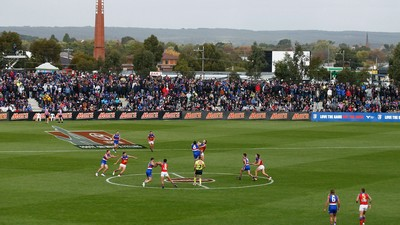 Free ticket offer for kids to Giants-Suns in Ballarat